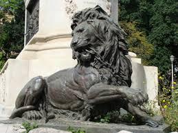 leone spezza catene
