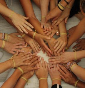 mani di donne