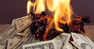 bruciare soldi