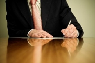 imprenditore-scrivere-lettera-indipendenza