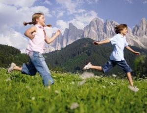 bambini-nell-erba